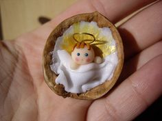 by annalisavitaliti (baby in a walnut shell) Christmas Clay, Christmas Nativity, Diy Christmas Ornaments, Christmas Projects, Handmade Christmas, Christmas Time, Christmas Decorations, Nativity Ornaments, Nativity Crafts