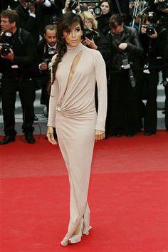 #EvaLongoria en un vestido color nude de #Vionnet en el estreno de 'Foxcatcher' en Cannes. http://on-msn.com/1sW4K5o