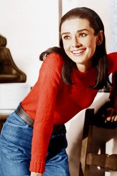 25 colorful sweaters for Fall fall fashion Audrey Hepburn Style Audrey Hepburn Mode, Aubrey Hepburn, Audrey Hepburn Clothes, Audrey Hepburn Fashion, Flapper, Mode Outfits, Trendy Outfits, Trendy Fashion, Style Fashion