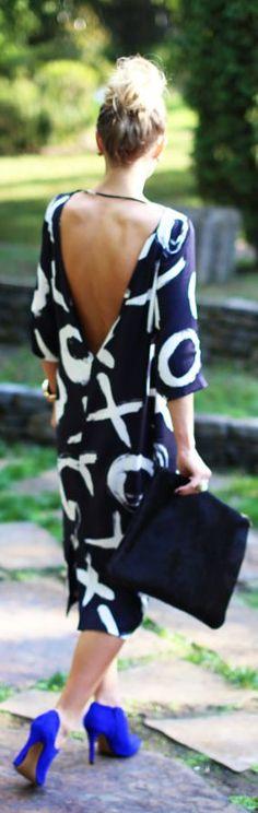 Fashion 101: Cobalt shoes & a V-back dress. Casual chic!