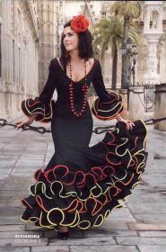 Alejandra, Flamenco dress Flamenco dresses C . Costume Flamenco, Flamenco Dancers, Costume Dress, Dance Costumes, Flamenco Dresses, Spanish Costume, Spanish Dress, Costume Ethnique, Spanish Fashion