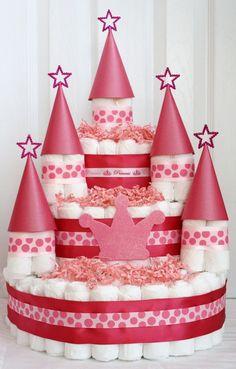 Diaper cake - Tarta de pañales - Baby shower gifts and crafts Idee Baby Shower, Shower Bebe, Baby Shower Diapers, Girl Shower, Baby Shower Gifts, Baby Gifts, Shower Party, Baby Shower Parties, Baby Showers