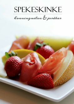 Fruits - melon, strawberries and cured meats -- http://mettesinlilleverden.blogspot.no/