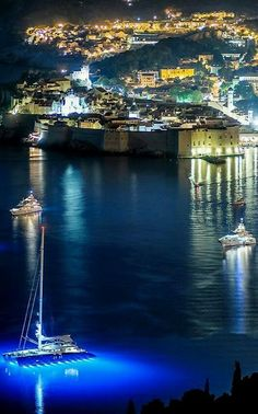 Dubrovnik is an amazingly intact walled city on the Adriatic Sea coast in the south of Croatia. Discover the best attractions and things to do in Dubrovnik. Places Around The World, Oh The Places You'll Go, Travel Around The World, Places To Travel, Places To Visit, Around The Worlds, Wonderful Places, Beautiful Places, Amazing Places