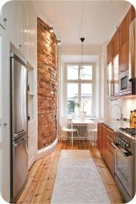 cozinha pequena com parede de tijolos aparentes