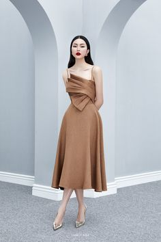 BEYNON Front Draped Midi Dress Source by alexerringtonklrf Simple Dresses, Elegant Dresses, Pretty Dresses, Beautiful Dresses, Formal Dresses, Dress Outfits, Fashion Dresses, Dress Up, Midi Dress With Slit