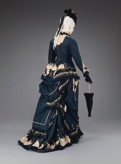 Victorian walking dress, with hat and parasol. 1874-1875. The Museum of Fine Arts, Boston