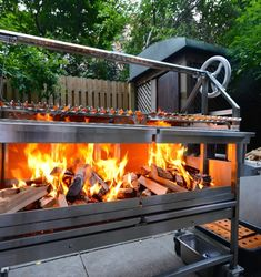 Barbecue parties are very common in western countries. Like a beautiful Mexican country, during the summer season is often held with a family and frie. Bbq Grill, Wood Grill, Grilling, Asado Grill, Campfire Grill, Wood Oven, Barbecue Four A Pizza, Francis Mallman, Built In Grill