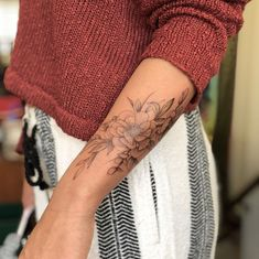 Peony with magnolia in the back. Open my # Mein Elisa flower tattoos designs tatoo feminina Tattoos flowers peonies Peony with magnolia in the back. Open my … – # Mein … Elisa – flower tattoos designs – tatoo feminina Tattoos - flower tattoos Diy Tattoo, Tattoo Blog, Tattoo Ideas, Sexy Tattoos, Small Tattoos, Tatoos, Chicano Tattoos, Floral Tattoo Design, Flower Tattoo Designs
