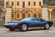Looking for the Lamborghini Miura of your dreams? There are currently 9 Lamborghini Miura cars as well as thousands of other iconic classic and collectors cars for sale on Classic Driver. Lamborghini Miura For Sale, Lamborghini Espada, Lamborghini Cars, Top Cars, Ford Gt, Future Car, Amazing Cars, Awesome, Sport Cars