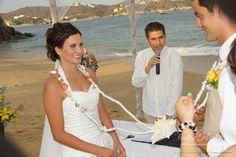 Utiliza en tu boda en playa un lazo lleno de caracoles y detalles marinos Nuestros Clientes Bodas Huatulco