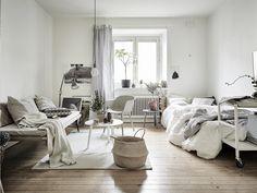 Vi heter 55 kvadrat, men förmedlar lägenheter som både är större och mindre än så. Hos oss hittar du hem.