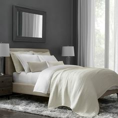 With expert craftsmanship worthy of the world's finest hotels, this FlatIron Hotel Satin Stitch duvet cover is a timeless classic. Satin Sheets, 100 Cotton Sheets, Cotton Sheet Sets, Flat Sheets, Ikea Wall Shelves, Round Beds, Fine Hotels, Luxury Bedding Collections, Satin Stitch