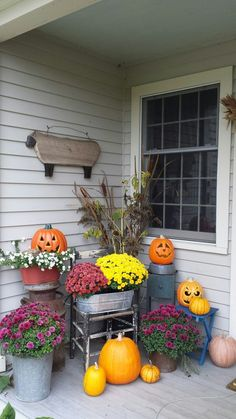 100 Cozy & Rustic Fall Front Porch decor ideas to feel the yawning autumn noon winds & watch the ember red leaves burn out slowly - Hike n Dip