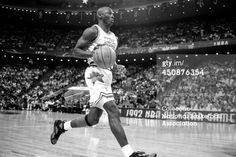 Fotografia de notícias : Michael Jordan dribbles the ball during the 1992...