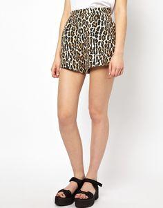 €205, Pantalones Cortos de Leopardo Marrónes de Baum Und Pferdgarten. De Asos. Detalles: https://lookastic.com/women/shop_items/88275/redirect