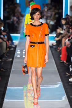 c8c191616e Sfilata Moschino Milano - Collezioni Autunno Inverno 2018-19 - Vogue Moda  Delle Donne D