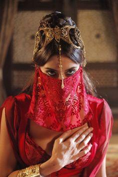 Arabian eyes More Arabian Nights Costume, Arabian Nights Party, Party Outfits For Women, Costumes For Women, Dance Oriental, Arabian Makeup, Arabian Eyes, Arabian Theme, Persian Princess