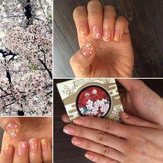 WEBSTA @ uebaesou - 本日の京都は一日中雨でしたが☔️たくさんのお客様にご来店頂きました💕ありがとうございます😊 【#桜】がゆっくり見れなかった😢というお客様もいるのでは⁉️と思い、【#桜ネイル】です〜🌸【#胡粉】で花びらを描いて、周りに【#黄金色】で動きを付けました🎶最後にトップコート代わりで【#水桃】を重ねて完成です💅🏻爪のわずかな凹凸が、ほどよく水桃の溜まりを作り、ほんのり桃色が残ります🌸💕#上羽絵惣#uebaesou#胡粉ネイル#gofunnail#京都#kyoto#日本#japan#ネイル#nail#ネイルアート#nailart#セルフネイル#selfnail#水溶性ネイル#instanails#指甲#指甲油#春ネイル#春