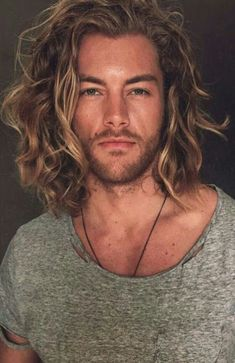 Love Long hairstyles for men? wanna give your hair a new look? Long hairstyles for men is a good choice for you. Here you will find some super sexy Long hairstyles for men, Find the best one for you, Hair And Beard Styles, Curly Hair Styles, Mens Long Hair Styles, New Hair, Your Hair, Face Shape Hairstyles, Trending Hairstyles, Hairstyles Men, Dress Hairstyles