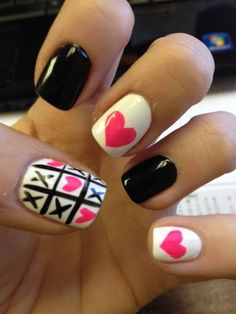 I love these tic-tac-toe/ heart nails! Cute idea for Valentines day!