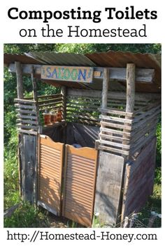 Living off the grid? Interested in trying out a composting toilet? Learn more about the different kinds of composting toilets and the benefit and challenges they could bring to your homestead. | Homestead Honey