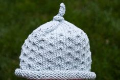 Mia & Maddie Designs: Freebie: Dotted Baby Hat