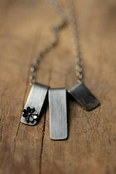 How gorgeous is this? Love the necklace and there are matching earrings, too. :-) ♥