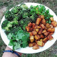Chilli potatoes with steamed broccoli. I'm sorry I've been neglecting you potatoes... I promise to eat more of you! • • • • • • #whatveganseat #veganfoodshare #vegansofig #vegan #fueledbyplants #plantbased #plantpower #crueltyfree #carbthefuckup #health #veganyogi #starchsolution #starchivore #foodporn #healthyeating #eatgoodfeelgood #eatlikeyougiveafuck #crohns #crohnsdisease