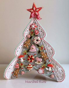 Let these sweet snacks decorate your Christmas table, ant it will be very popular! Christmas Cookies Gift, Christmas Biscuits, Christmas Gingerbread House, Christmas Sweets, Christmas Baking, Gingerbread Cookies, Gingerbread Houses, Biscuit Decoration, Fancy Cookies