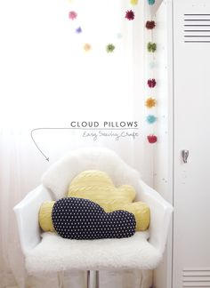 Knit Cloud Pillows - 12 DIY Inexpensive Home Decor Ideas Cloud Cushion, Cloud Pillow, Sewing Pillows, Diy Pillows, Inexpensive Home Decor, Diy Home Decor, Diy Projects To Try, Sewing Projects, Ideas Habitaciones