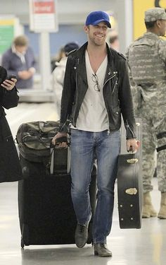 20 pictures of Ryan Gosling at the airport. Someone who doesn't look haggard and gross while traveling.