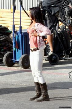 Megan Fox wearing Blank Studded Skinny Jeans in White Fiorentini & Baker Eternity 7040 Boots Megan Fox Body, Megan Fox Style, Megan Denise Fox, Blue Shirt Grey Pants, Megan Fox Transformers, Ig Girls, True Religion Jeans, Star Fashion, Actresses