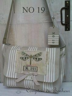 Création de Christelle. Magnifique sac sur le blog Le comptoir du bonheur.
