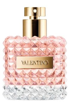 In love with this Valentino fragrance that adds a hint of elegance to every day. Rose essence mingles with notes of bergamot and iris pallida, while notes of leather melt into accents of patchouli and vanilla.