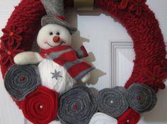 white burlap wreath with handmade roses | Snowman Wreath Grey & Red Yarn and Felt by AngelasAntics on Etsy