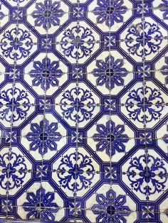 Slanelle Style - Blog mode, musique, DIY, deco, food: Un week end à Lisbonne - bonnes adresses Mosaic Art, Mosaic Tiles, Style Blog, Patchwork Tiles, Barn Renovation, Textile Patterns, Textiles, Craftsman Style Homes, Portuguese Tiles
