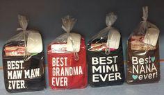 Pocket pot holders Christmas Vinyl, Christmas Projects, Xmas, Pot Holder Crafts, Pot Holders, Diy Vinyl Projects, Cricket Crafts, Vinyl Gifts, Dollar Tree Crafts