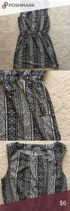 Black and White Tribal Print Dress w/ Pockets NWT Black and White Tribal Print Dress w/ Pockets • Size: M • Dress with black and white tribal print • has pockets with gold zippers • new with tags! • 100% polyester New Look Dresses
