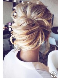 Lovely loose French twist bun #frenchtwistupdo #frenchtwisthair