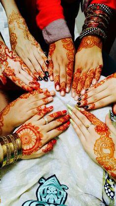 Mehendi Girl Hand Pic, Girls Hand, Latest Mehndi Designs, Simple Mehndi Designs, Whatsapp Dp, Best Friends Forever Quotes, Girly Dp, Mehandhi Designs, Bff Poses