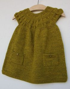 dress on ravelry Girls Knitted Dress, Knit Baby Dress, Knitted Baby Clothes, Knitting For Kids, Baby Knitting Patterns, Crochet For Kids, Knit Crochet, Baby Pullover, Baby Cardigan