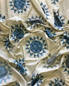 173 Likes, 3 Comments - Paper Pieces Two Color Quilts, Blue Quilts, Star Quilt Blocks, Star Quilts, Quilting Projects, Quilting Designs, Quilting Tips, Quilt Design, Longarm Quilting