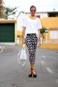 Sunnies: Chicnova T-shirt: Zara Bag: Zara Shoes: Zara Bracelets: Coqueta Complementos Leggins: Nowsityle