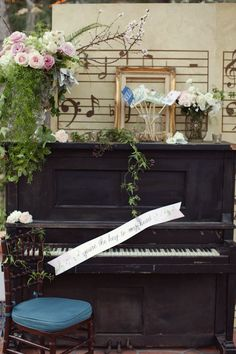 Amorology-Found-Vintage-Rentals-Music-Theme-California-Wedding Rancho Las Lomas outdoor piano decor