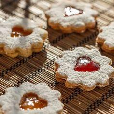 Egy finom Linzerkarika II. ebédre vagy vacsorára? Linzerkarika II. Receptek a Mindmegette.hu Recept gyűjteményében! Cookies, Food, Crack Crackers, Biscuits, Essen, Meals, Cookie Recipes, Yemek, Cookie