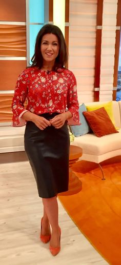 Great for day-to-night wear. Leather Midi Skirt, Leather Dresses, Modest Fashion, Skirt Fashion, Sussana Reid, Hobble Skirt, Pencil Skirt Outfits, Tv Presenters, Sexy Older Women