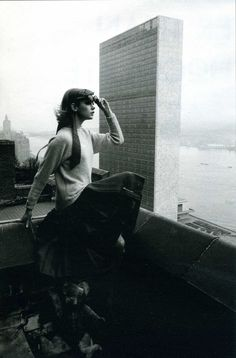 Jean Shrimpton in New York (the U.N. building just behind her), 1962. Photo: David Bailey.