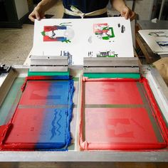 Screen printing the extra colors for Synergastirion manuals.  #silkscreen