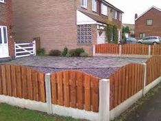 Stunning Garden Fence Panels regarding size 1600 X 1200 Fence Ideas - Without proper research, you may not find a fence that suits your Garden Fencing Uk, Garden Fence Panels, Front Yard Fence, Farm Fence, Backyard Fences, Metal And Wood Bench, Brick Pathway, Landscape Timbers, Minimalist Garden